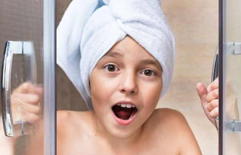 shower-surprise-child.VaLiza.Shutterstock